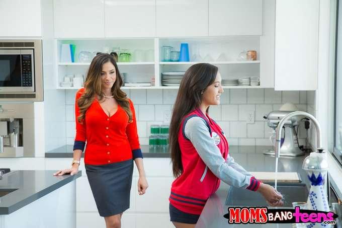 Tremendo calentón madre e hija en la cocina - foto 1