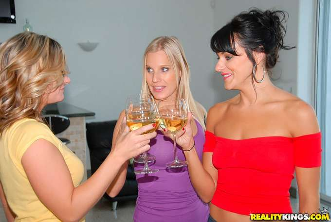 Una tarde de sexo con mamá y su amiga - foto 3