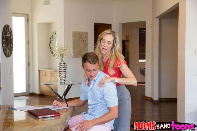 Se empalma cuando la madre le da un masaje - foto 2