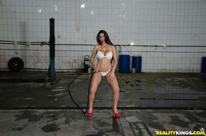 Además de lavarte el coche te echa un polvo - foto 2