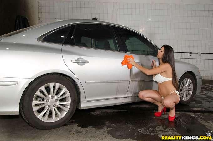 Además de lavarte el coche te echa un polvo - foto 3