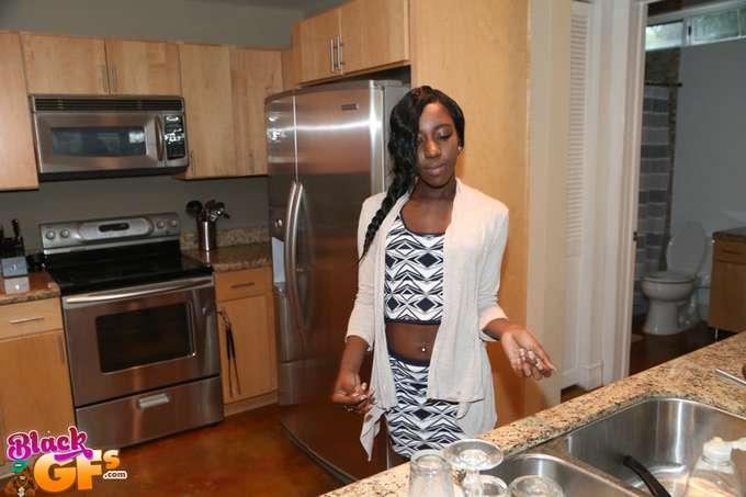 La amiga negra de mamá, menudas tetitas !! - foto 2