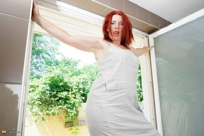 Madura fea y gorda tiene ganas de hacerse un dedo - foto 2