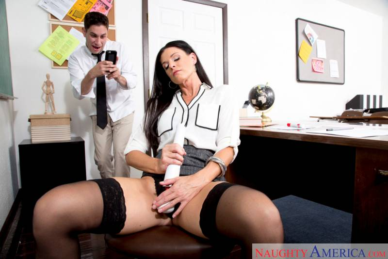 La milf India Summer sabe cómo convencer al director - foto 2