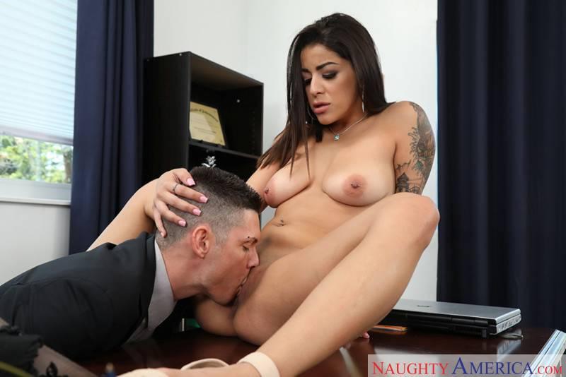 Madre mia el culo de la secretaria, no puedo dejar de mirarlo - foto 4
