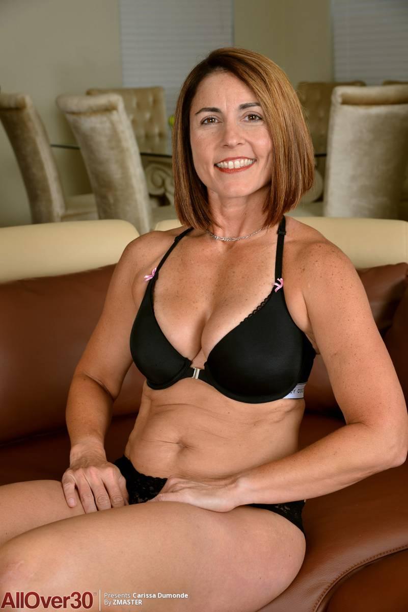 Le pillo a mi suegra fotos suyas desnuda en el móvil - foto 4