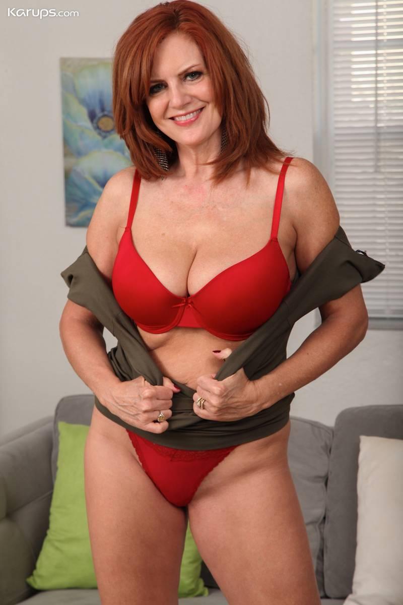 Mujeres Desnudas Cuarentonas madura milf con lenceria roja sexy: menudo coño tiene