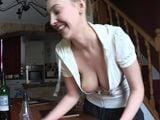 Cuando la señora de la limpieza te provoca - Porno HD