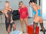 Una tarde de sexo con mamá y su amiga - Fotos Porno