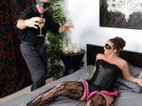 Me acabo follando a mi enmascarada cuñada - Fotos Porno