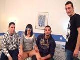 Mujer casada en manos de tres jóvenes - Porno Español