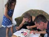 Ayuda a estudiar a su sobrino y su amigo - Incestos