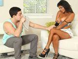 La jefa mulata se folla al nuevo de la empresa - Fotos Porno