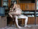 Madre e hijo acaban follando en salón de casa - Incestos