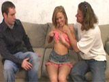 Cornudo comparte a su esposa con un extraño - Milf