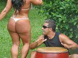 Mi vecina brasileña y su inmenso trasero - Fotos Porno