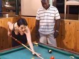Si el negro gana la partida, se la va a follar - Interracial