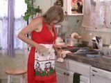 Esta cocinando y la entra un calentón … - Amas De Casa