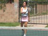 Juego al tenis con mi vecina tetona - Casadas