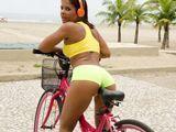 A la brasileña le encanta montar en bicicleta - Fotos Porno