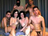 Se lleva a su hijo a una orgía porno casera - Porno Español