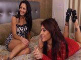 Dos amigas de mamá me llevan a su habitación - Actrices Porno
