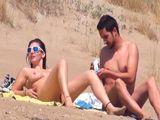 Buscando sexo en una playa nudista - Españolas