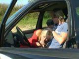 Sexo con mi viciosa suegra en el coche - Suegras