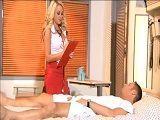 Enfermera, me duele mucho por aquí abajo - Rubias