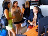El casero miron que se folla a la inquilinas - Españolas