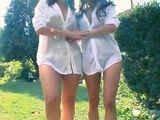 Las cuñadas bajan juntas a la piscina - Orgias