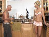Coincido con mi cuñado en la cocina de casa - Cuñadas