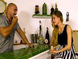 Sale a tomar copas y acaba follando duro - Porno Español