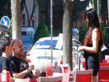 Pago a la camarera para que folle con mi hijo - Porno Español