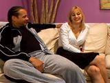Ama de casa grabando una escena porno - Interracial