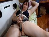 Mi esposa masturbando su coño peludo - Casadas