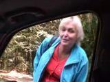 Recoge a una abuela que hace auto-stop - Abuelas