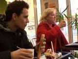 Se liga a una mujer vieja y fea en el bar - Gordas