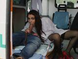 Pillo a la enfermera chupándosela al paciente - Actrices Porno