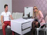 Madura entrevistando posibles nuevos modelos - Rubias