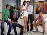 Mi marido y sus amigotes me van a follar - Porno HD