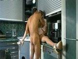 Polvazo con la zorra de su madre en la cocina - Incestos