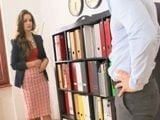 La secretaria y el jefe acaban follando duro - Secretarias