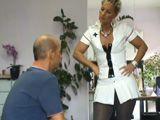 Enfermera alemana con ganas de mamar polla - Rubias