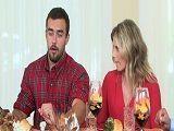 La suegra le toca la polla por debajo de la mesa - Infieles