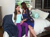 Su madrastra le metió mano… - Lesbianas