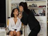 Fuerte atracción sexual por la maquilladora - Lesbianas