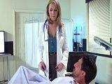 A su paciente se le puso dura... - Rubias