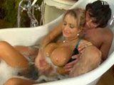 En la bañera con la mujer de mi hermano - Tetonas