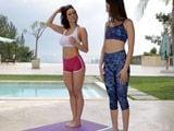 Madre e hija hacen yoga juntas ... - Incestos